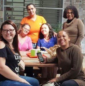 Educadores Sociais Agradecendo pelo Bolo a Srª Edna Oliveira (de Laranja na Foto)