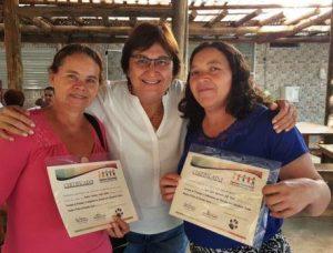 Entrega de certificados por Mari Krassner (Presidente/Tesoureira) Tigrinhos Comunidade